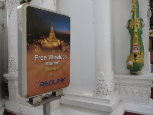 Yes, there is WiFi at the Shwedagon Paya!