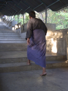 I noticed that most Burmese men typically wear a longyi. How could something so right be sarong?