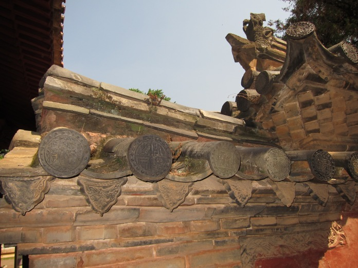 Classical style roof, Jianshui.